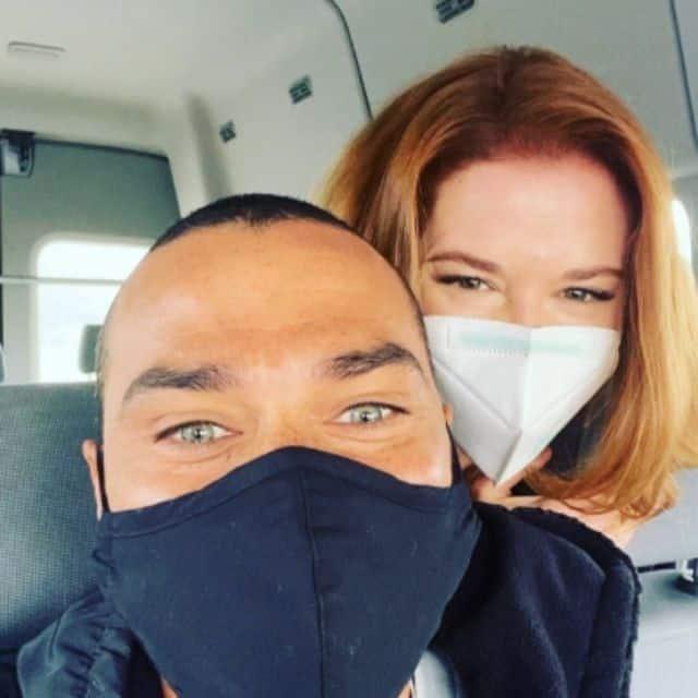 Jesse Williams (Grey's Anatomy) et Sarah Drew proches en tournage !