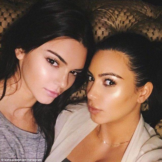 Kim Kardashian prise pour la mère de Kendall Jenner durant l'enfance !