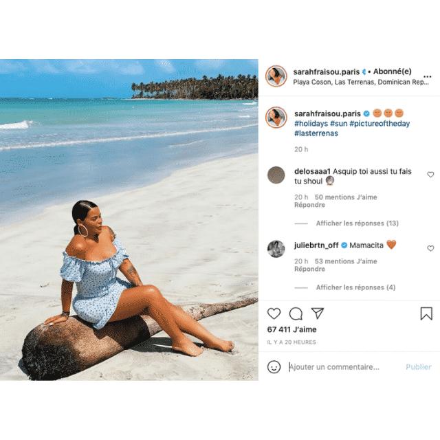 Sarah Fraisou sensuelle à la plage dans une robe bleue sur Instagram !