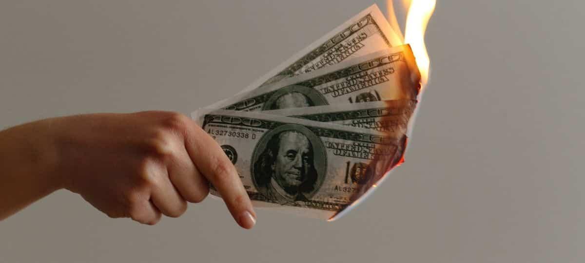 Astrologie: ces 3 signes astro dépensent beaucoup trop d'argent !