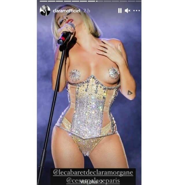 Clara Morgane très sensuelle pour teaser son cabaret en streaming !