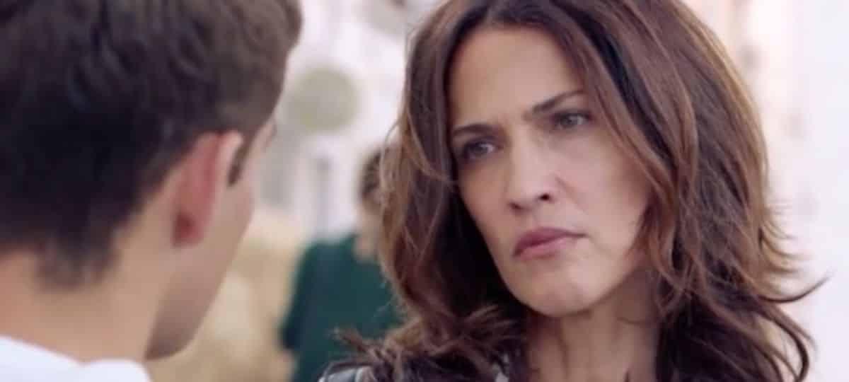 Demain nous appartient: Clémentine convaincue que Sacha la trompe !