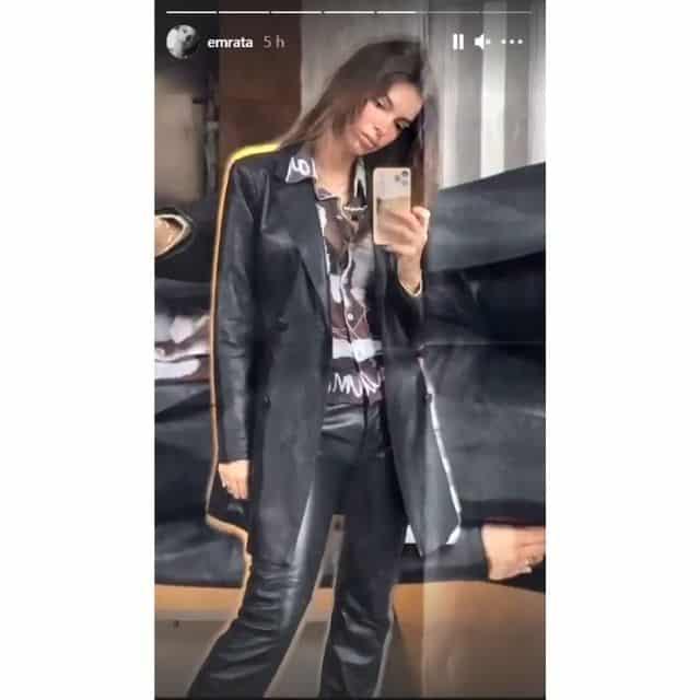 Emily Ratajkowski dévoile son surprenant look total cuir noir !