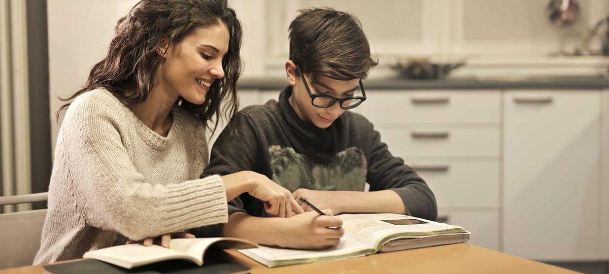 Étudiants: Universal Music et le Secours Populaire aident les jeunes !