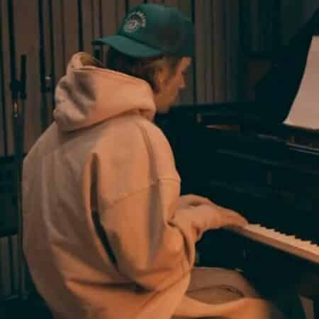 Justin Bieber dévoile ses talents de pianiste et impressionne ses fans !