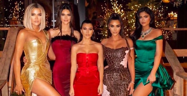 Kim Kardashian accusée de ne pas respecter les gestes barrières en soirée !