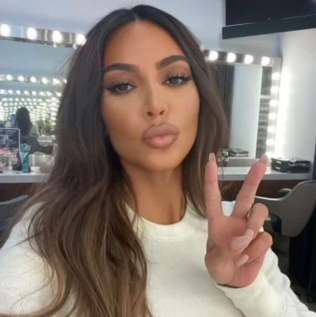 Kim Kardashian charme ses fans avec un très joli selfie duckface !