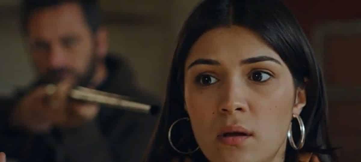 Plus belle la vie: Alison menacée au fusil par Christophe Rousseau !