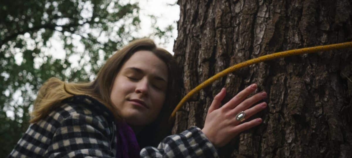 Plus belle la vie: Lola va réussir à sauver son arbre préféré ?