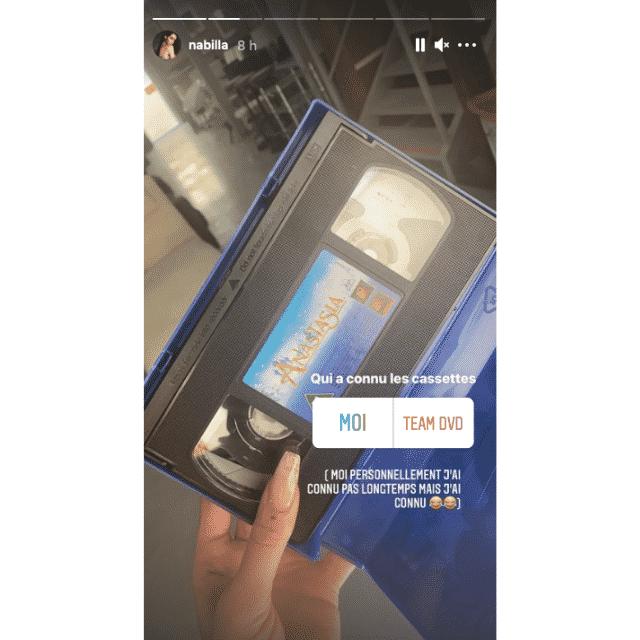 Nabilla nostalgique en retrouvant les cassettes de son enfance !