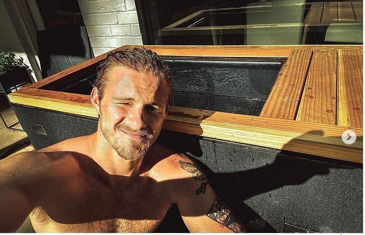 Alexander Ludwig (Vikings) très touché par le succès de Summer Crazy !