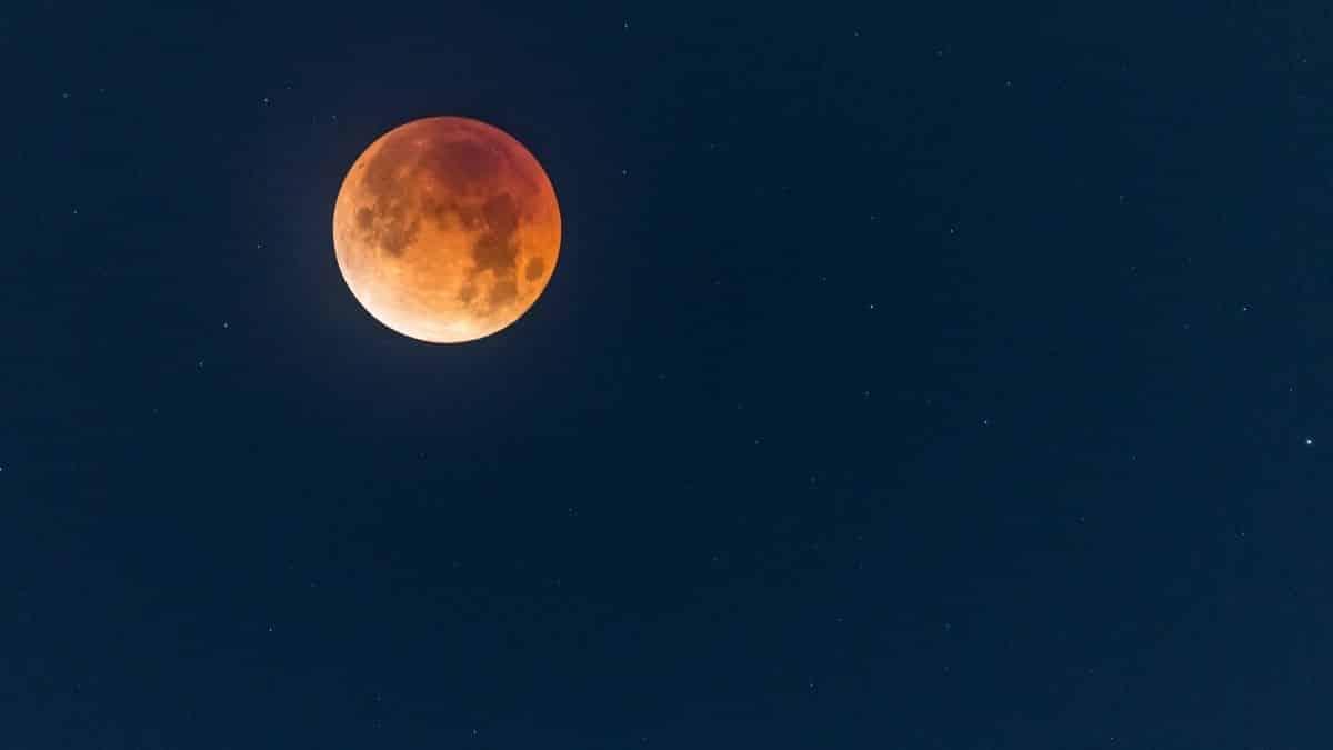 Astrologie: ce que vous devez savoir sur la Super Lune des Fleurs !