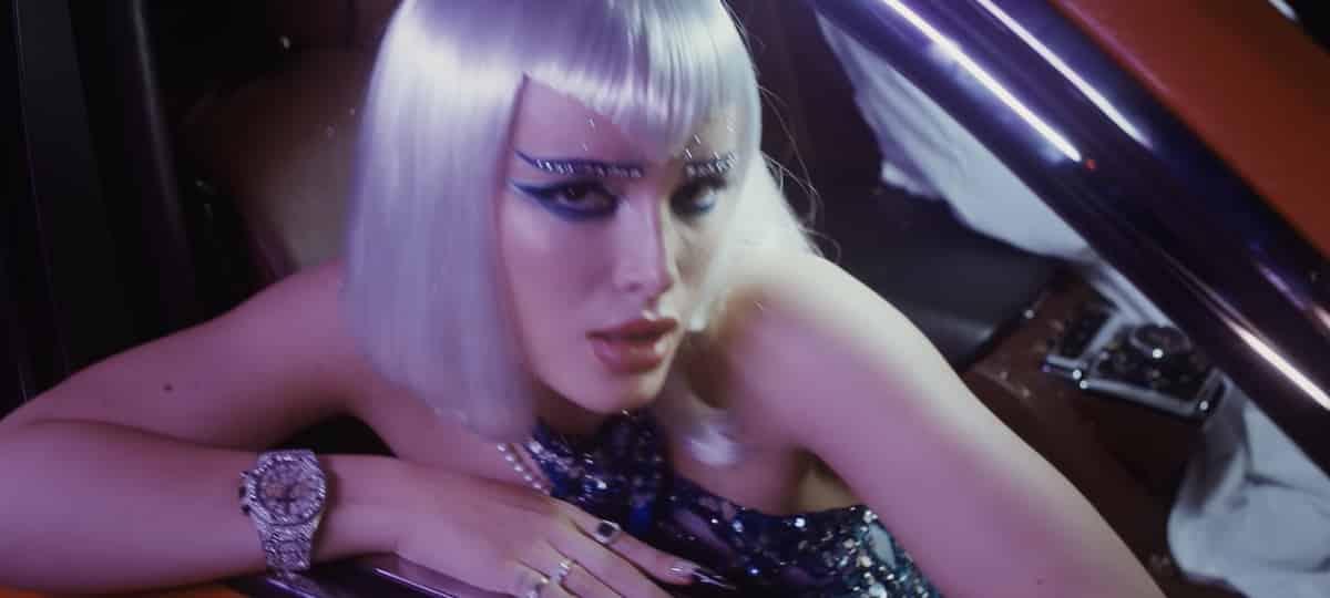 Bella Thorne se dévoile ultra sexy dans les coulisses de «Phantom» !