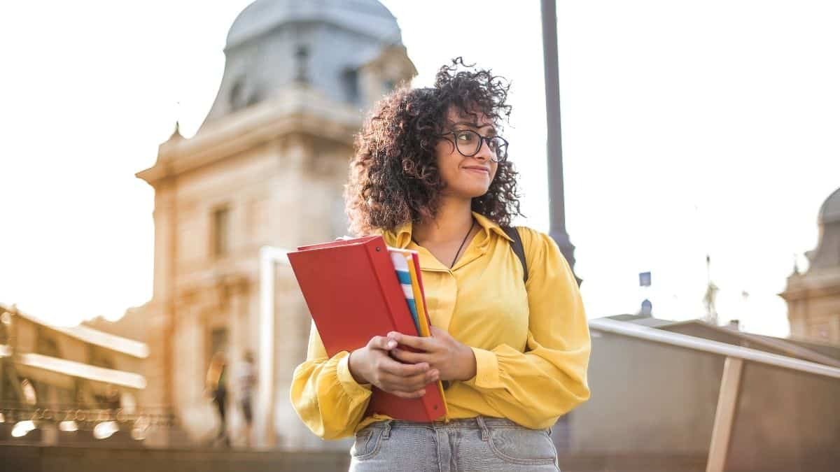Bourse étudiante: Dealabs va offrir 500 euros par mois à un étudiant !