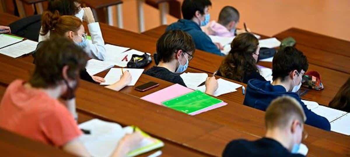 Covid-19: des étudiants inquiets pour leur santé bloquent les examens !
