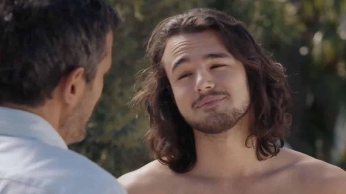 Demain nous appartient: William retrouve Hadrien nu dans son jardin !