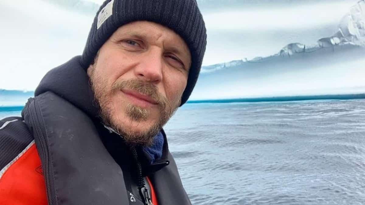 Gustaf Skarsgård (Vikings) se mobilise pour la paix dans le monde !