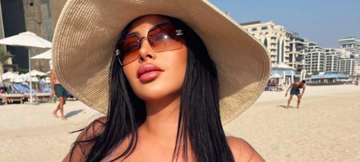 Maeva Ghennam: son coup de cœur pour les mules léopard Amina Muaddi !
