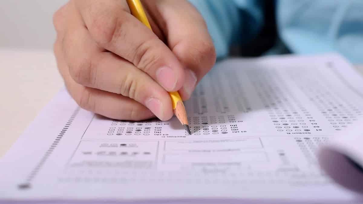 Bac 2021: un étudiant atteint de la Covid-19 peut passer l'examen ?