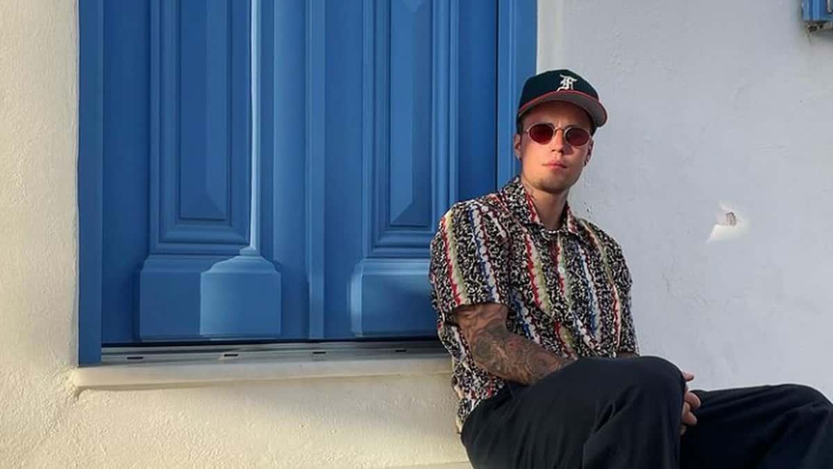 Justin Bieber dévoile un look ultra confortable et original en Grèce !