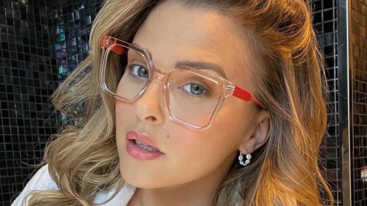 Kelly Vedovelli (TPMP) très sexy avec un décolleté XXL sur Instagram !