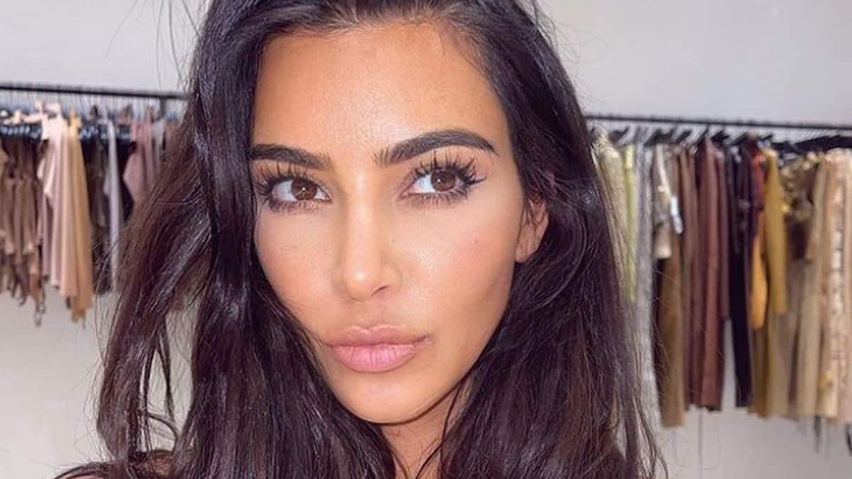 Kim Kardashian dévoile ses fesses XXL en mini bikini sexy sur Instagram !