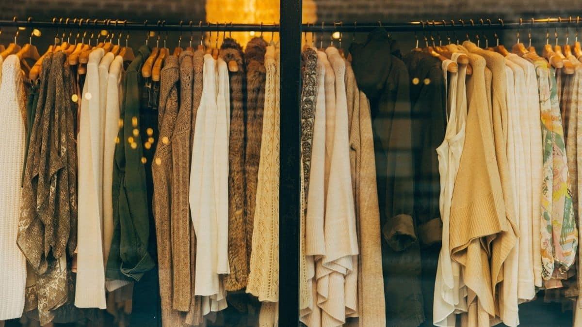 Zara, Mango : ces robes à manches bouffantes parfaites pour un dîner !