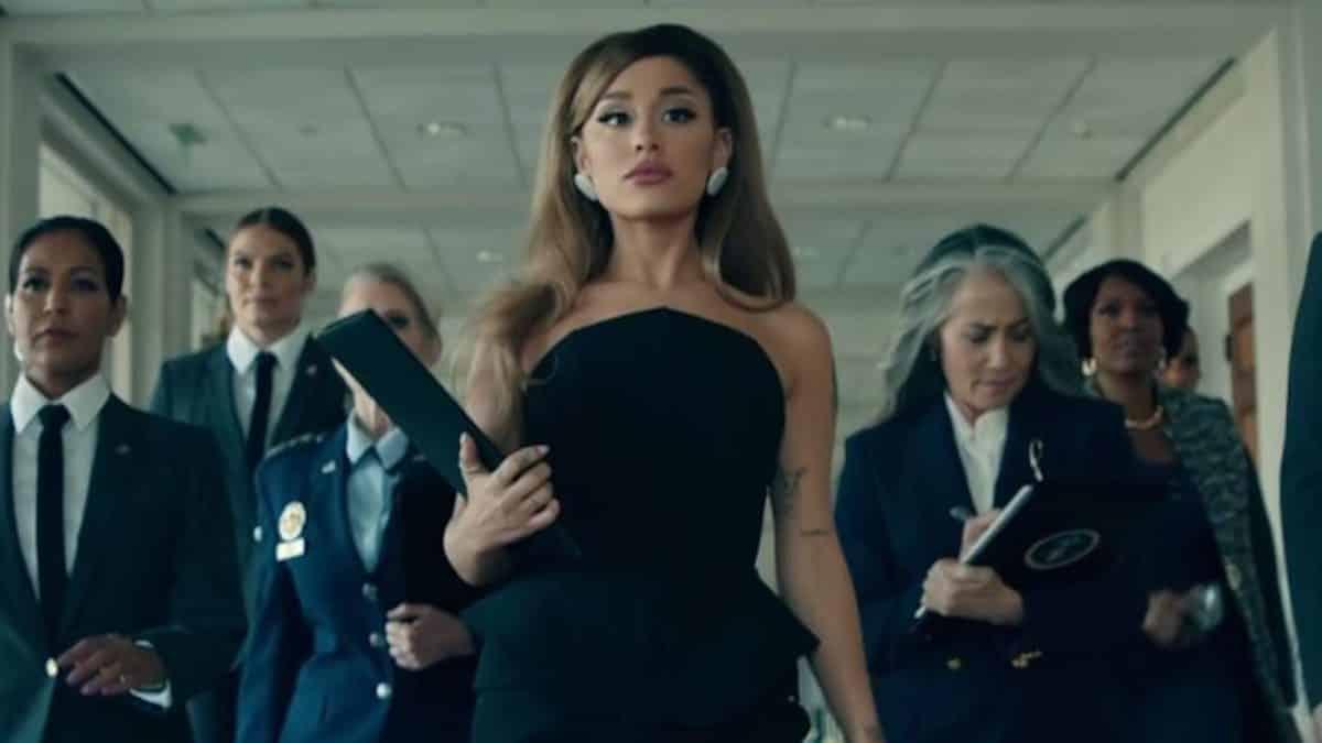 Ariana Grande dévoile le live de «Positions» et fait un carton !
