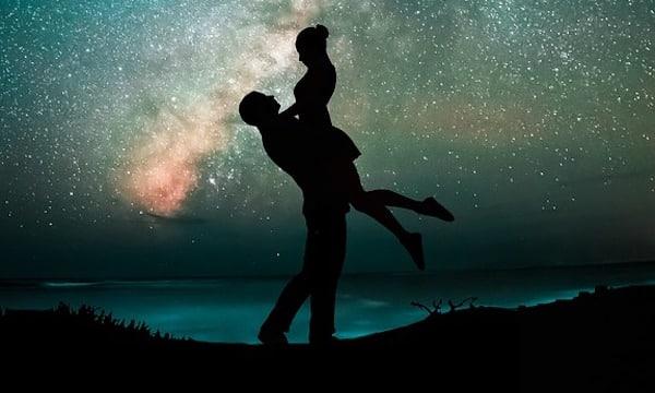 Astrologie: ce signe astro le plus chanceux de tous en amour cet été !