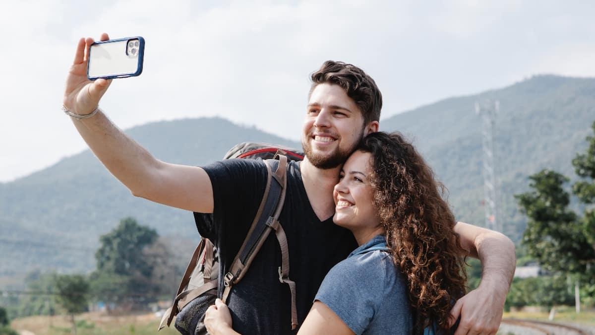 Été 2021: les meilleurs spots et tips pour draguer en vacances !