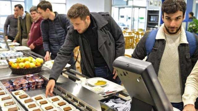 Etudiants: les non boursiers ne valident pas la fin du repas à 1 euro !