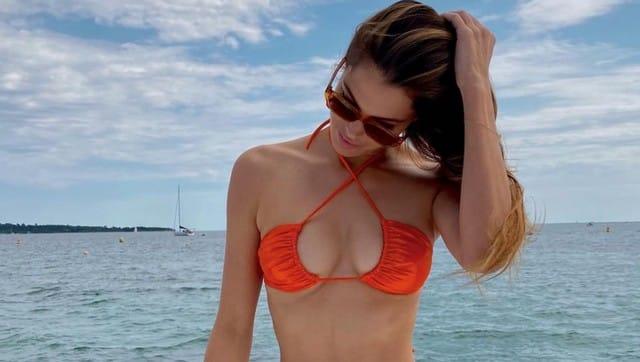 Iris Mittenaere s'affiche avec le sac le plus tendance de cet été 2021 !