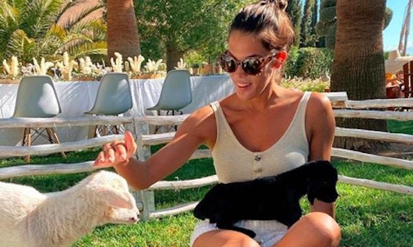 Iris Mittenaere ultra torride en mini bikini noir sur Instagram !