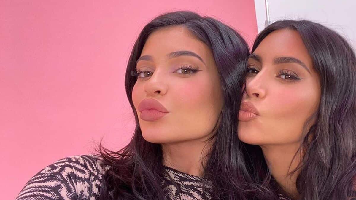 Kylie Jenner ultra canon en maillot avec sa sœur Kim Kardashian !