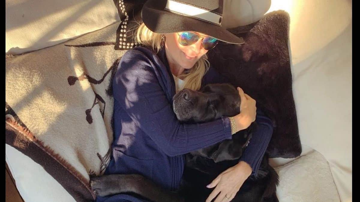 Laeticia Hallyday rassure sur la santé de son chien Santos «Il va mieux» !