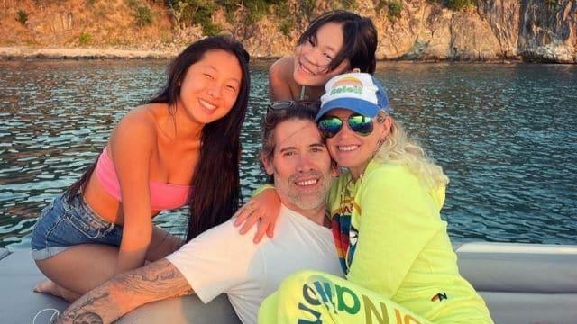 Laeticia Hallyday: sa photo avec Johnny et Jalil Lespert fait réagir !