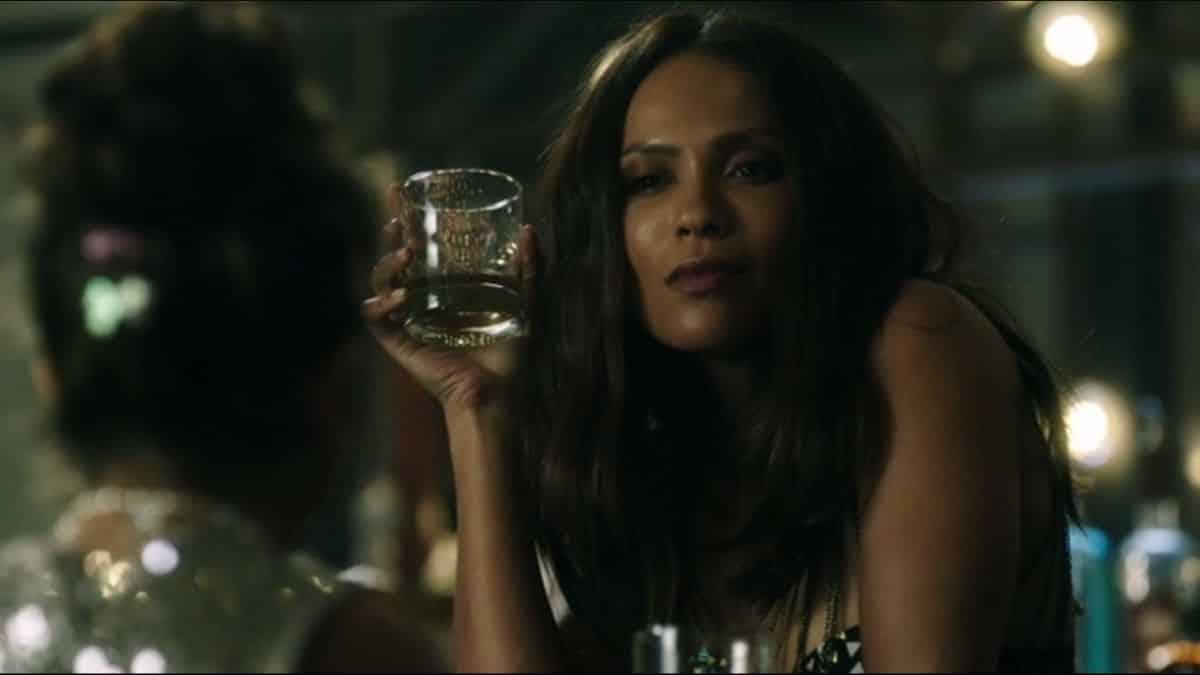 Lesley-Ann Brandt (Lucifer) et ses amis veulent interdire l'alcool ?