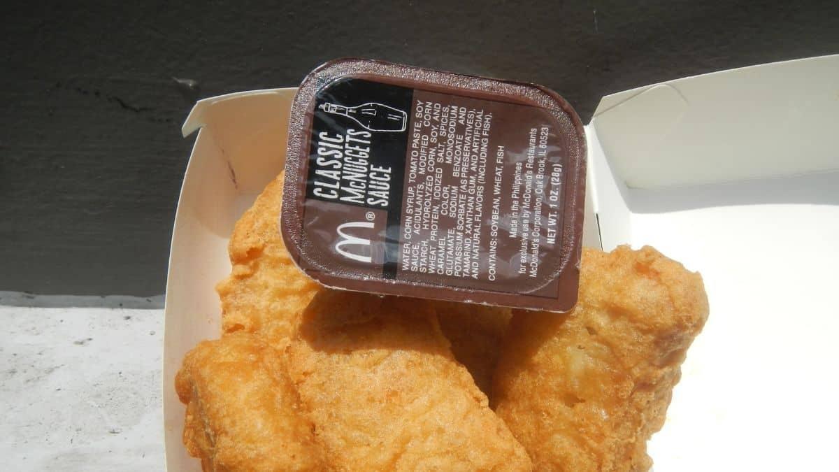 Mcdonald's: une cliente horrifiée par l'emballage XXL d'une sauce !