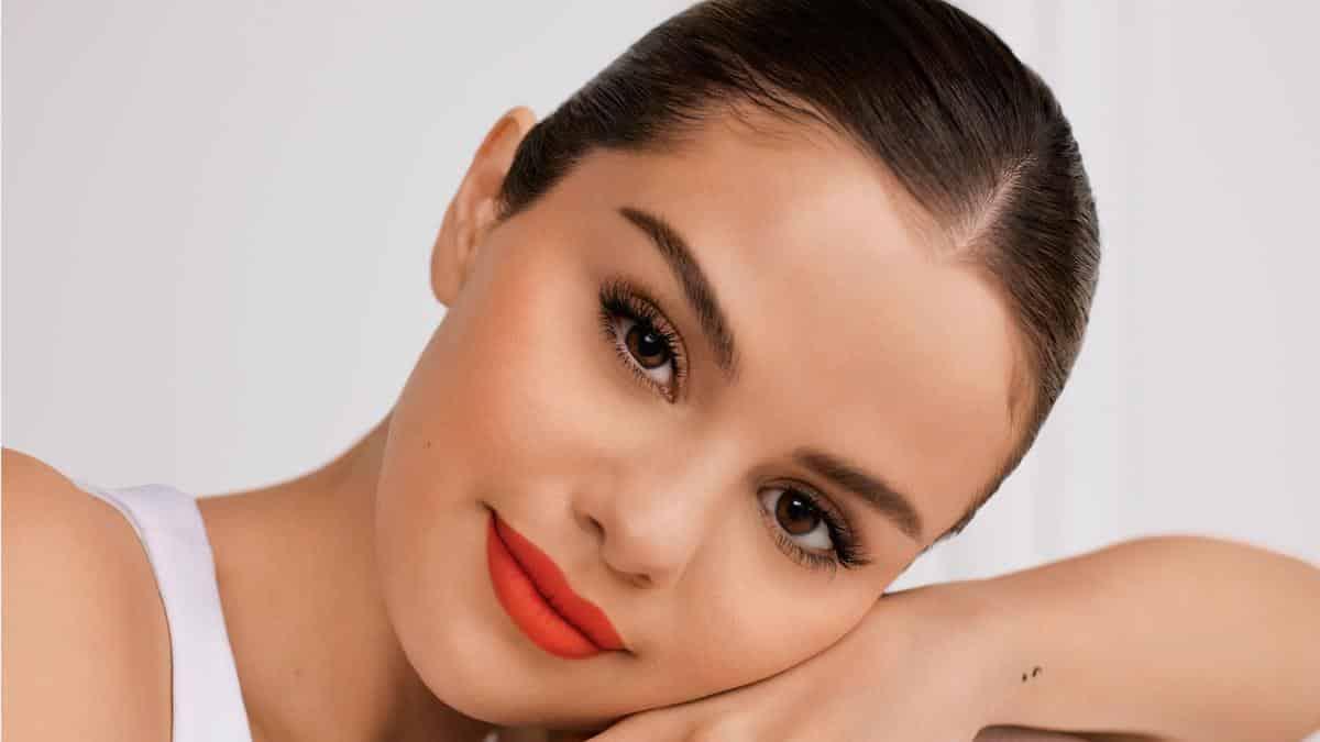 Selena Gomez très heureuse de la collaboration Sephora et Rare Beauty !