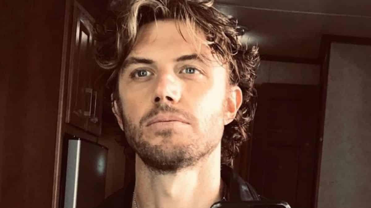Sex/Life (Netflix): Adam Demos porte une prothèse dans la série ?
