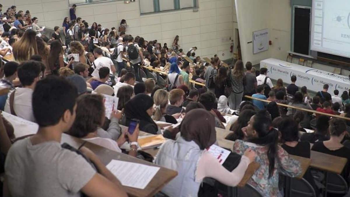 Université 8 000 étudiants étrangers sans visa à cause du vaccin !