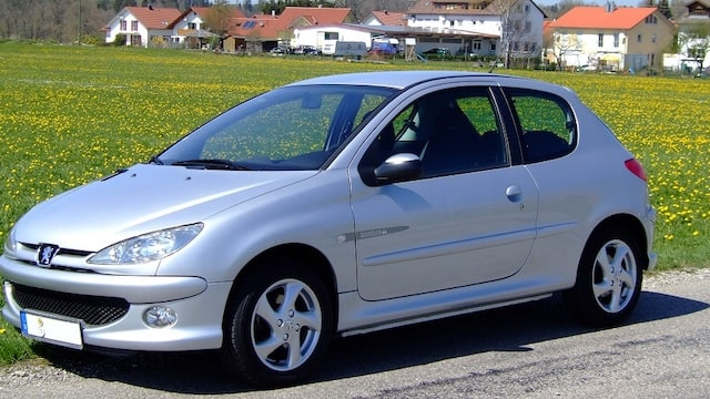Étudiants: Top 3 des astuces pour bien choisir sa nouvelle voiture !
