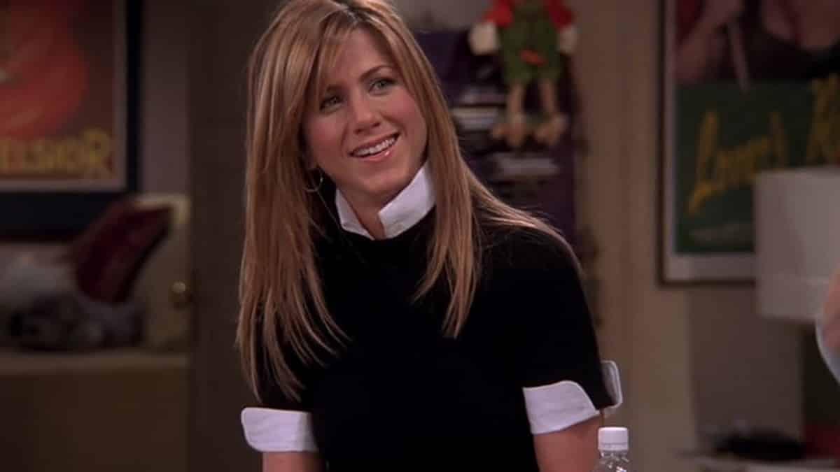 Jennifer Aniston dévoile les tous premiers sweats dérivés de «Friends» !