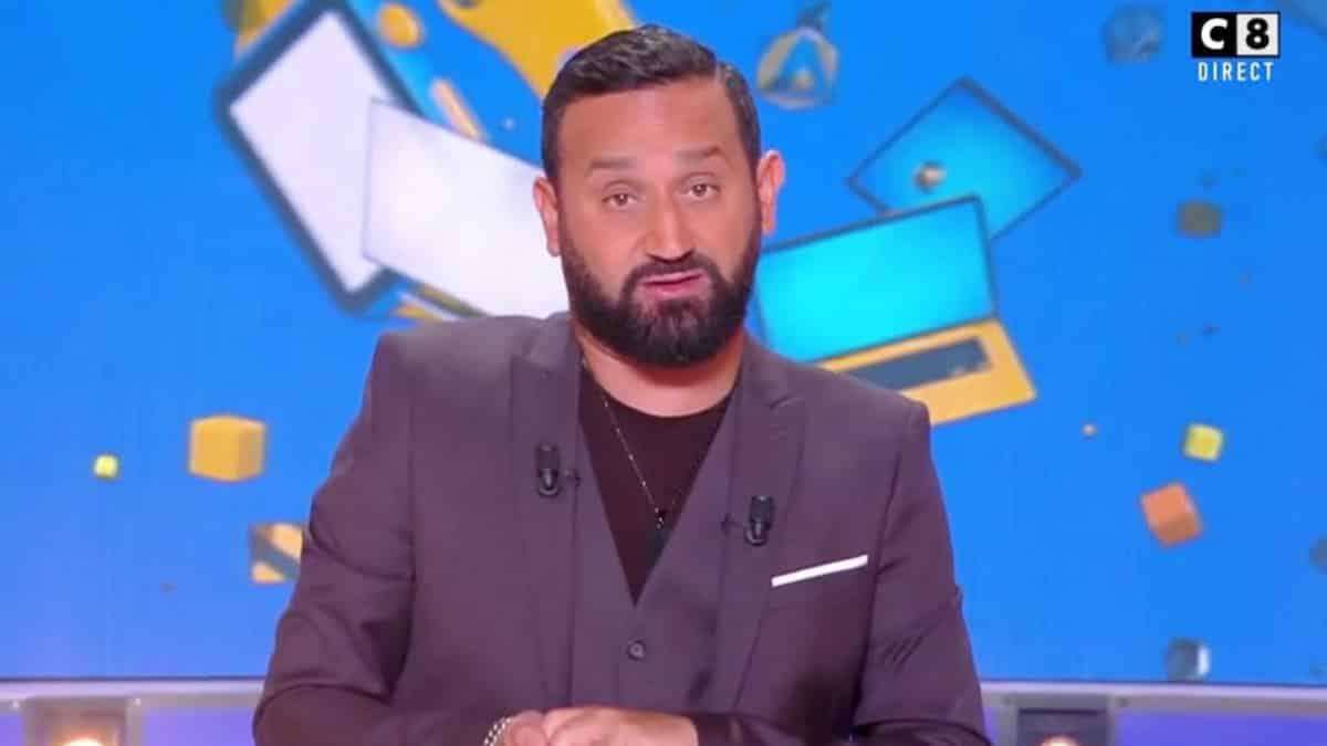 """Cyril Hanouna (TPMP) recadré par sa mère """"Tu fous la famille en l'air"""" !"""