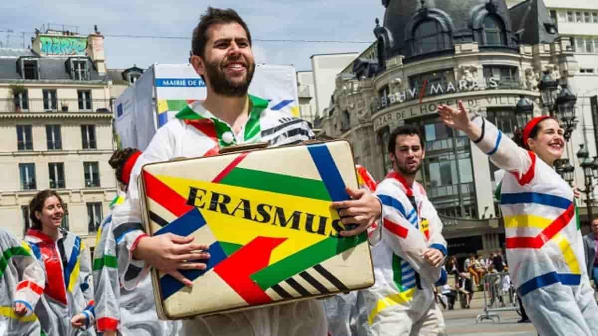 Erasmus + offre une nouvelle carte européenne numérique aux étudiants !
