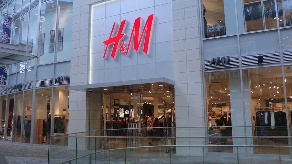 H&M: l'enseigne lance son nouveau jean large à moins de 15 euros !