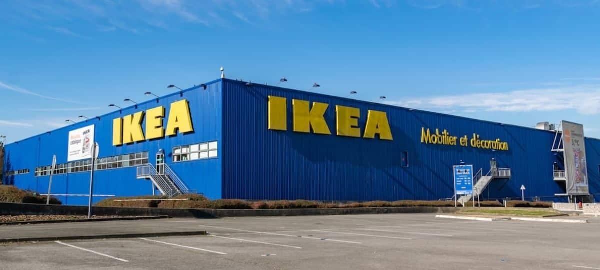Ikea dévoile un nouveau chargeur sans fil à visser sous le bureau !