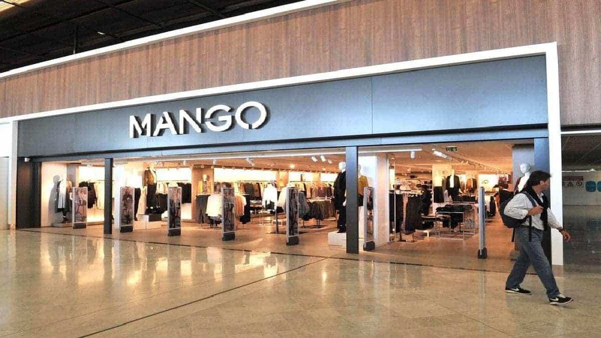 mango-lance-sa-nouvelle-robe-tres-fluide-pour-lautomne-2021-1-1-min