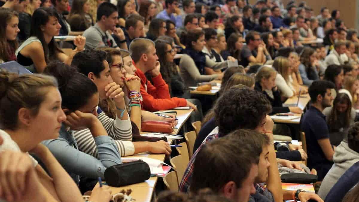 Master: les places supplémentaires pour les étudiants toujours pas créées !