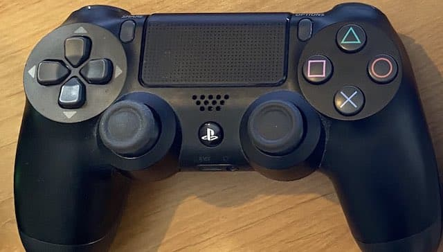 PS5: la manette PS4 fonctionne avec quels jeux vidéo sur la console ?
